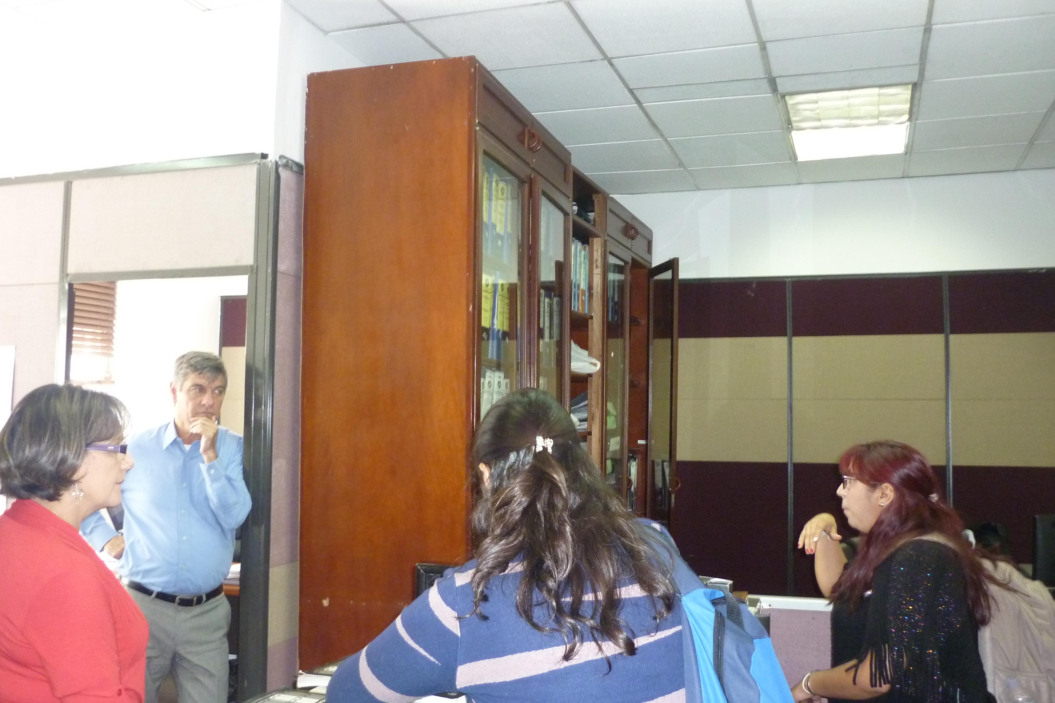 fotografía de charlas en ahorro y uso eficiente de agua y energía a empleados de Calle 72